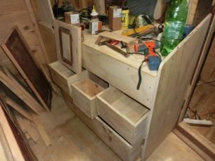 Skříňky v kuchyni.