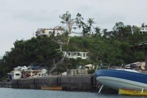 Jachty bez stěžňů, domy bez střech - takto nás přivítalo Bolinao...