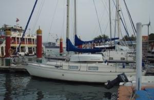 Janna se člunem pod ráhnem.