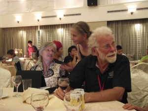 S Carol a Brianem v předvečer závodů.