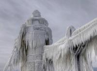 Zmrzlé v čase: Z Michiganských majáků se po ledové bouři staly obří rampouchy