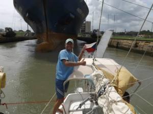 Přeplavovali jsme se s obrovskou kontejnerovou lodí.