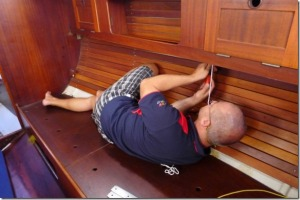 Před opravou lodě je dobré se rozcvičit.