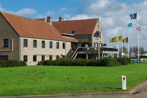 Budova jachtklubu belgického vojenského letectva.