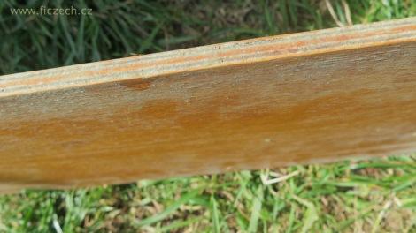 Část nábytku napadená plísní. V takovém rozsahu je to spíš výjimka. Další případy, kdy vyrábíme nový díl, je pokroucená překližka, které se rozlepují jednotlivé vrstvy.