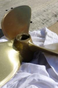 Opravený šroub připraven k instalaci